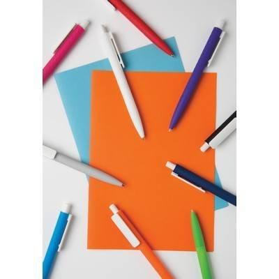 Długopis X3 z przyjemnym w dotyku wykończeniem